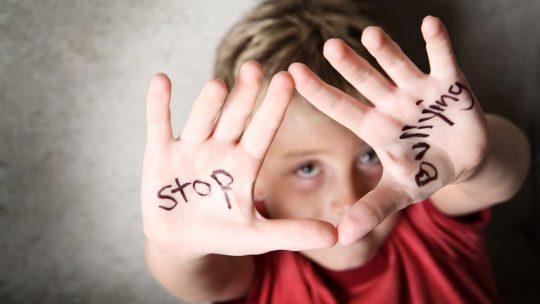 Come fare a capire se il proprio figlio è vittima di bullismo
